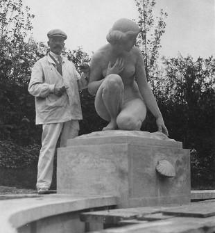 Gustav Schmidtcassel neben seiner Plastik, Gönhardgüter Aarau, (c) privat, Norbert Voigt, Berlin